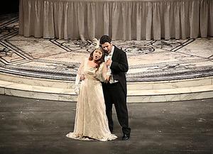 パレルモ・マッシモ劇場「椿姫」=浜松市文化振興財団提供
