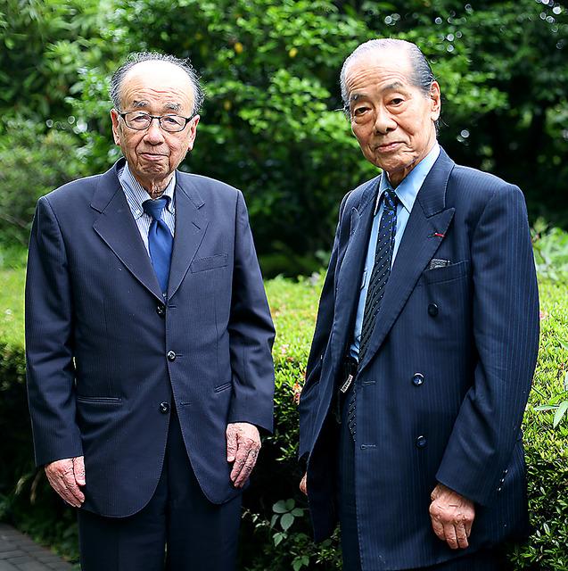 辻惟雄さん(左)と高階秀爾さん=東京都中央区築地、飯塚悟撮影