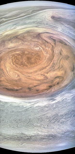 10日、木星から9866キロ離れた距離から撮影した大赤斑=ケビン・ギル氏が画像処理、NASA提供