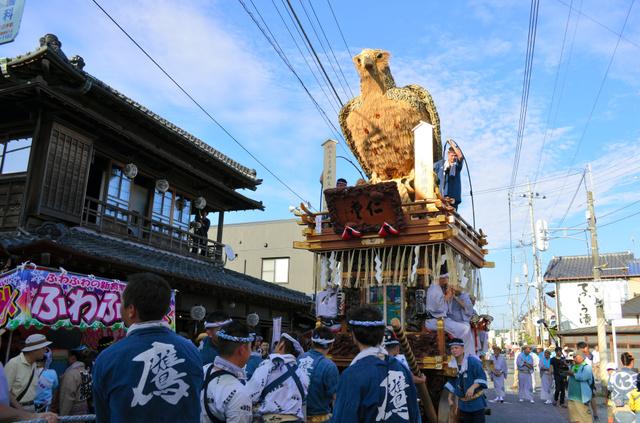 「佐原の大祭夏祭り」で市街地を巡行する山車=香取市佐原イ
