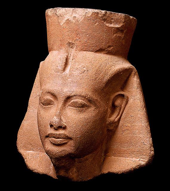 「ツタンカーメン王頭部」(紀元前1336~前1327年)