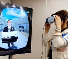 VR、英会話も企業研修も 「脳がよりリアルに感じる」