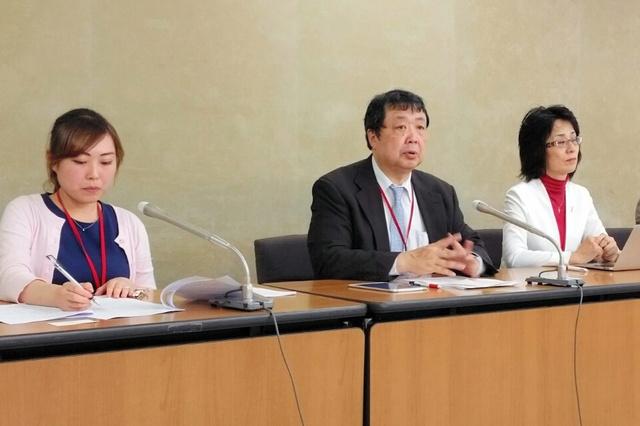 新専門医制度の2018年度開始に反対する医師ら=東京・霞が関の厚生労働省