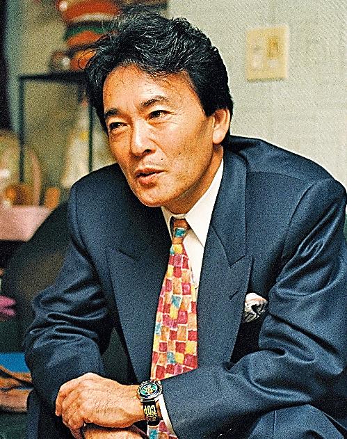 インタビューに答える平尾さん=1994年、東京都港区