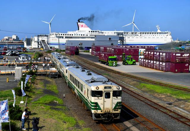 クルーズ船客、秋田駅まで直通案内 JR東が初運行