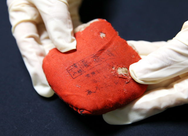 藤森敏子さんの針山。2011年に家族が広島平和記念資料館に寄贈した=広島市中区の同館、上田幸一撮影