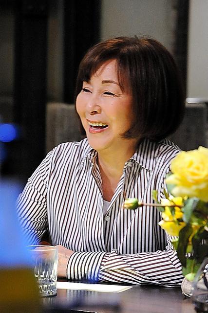 「やすらぎの郷」の一場面。「ひょうきんで、人を笑わせるのが好きな母でした」(真瀬樹里さん)=2017年、テレビ朝日提供
