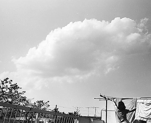 「愛のバルコニー」(1985年)から=東京都写真美術館で展示