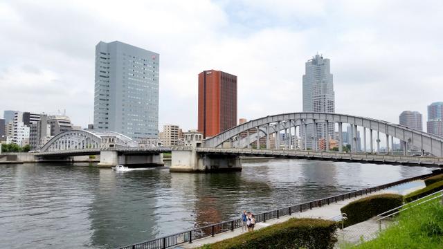 隅田川にかかる勝鬨橋。1970年11月29日を最後に開いていない=東京都中央区