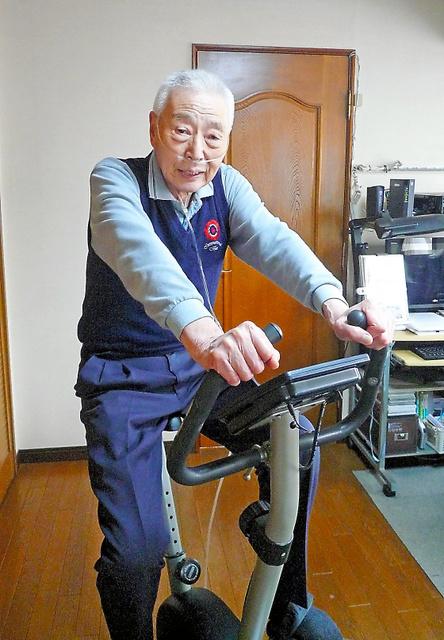 連載で紹介した内田幸男さんは、自宅でも積極的に呼吸リハビリに取り組んでいる=4月、東京都板橋区