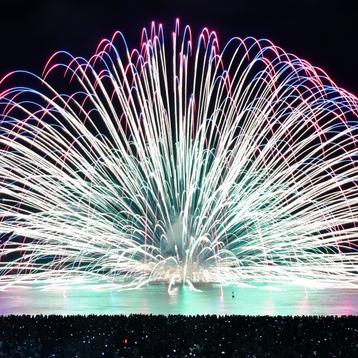 海上に咲いた大輪 熊野大花火、12万人楽しむ