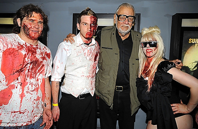 「サバイバル・オブ・ザ・デッド」のプレミア上映でゾンビに扮した人たちと=2010年、米ニューヨーク (C)Abaca/amanaimages