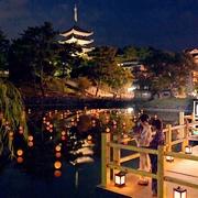 古都の池に浮かぶちょうちん100個 奈良で「池床」