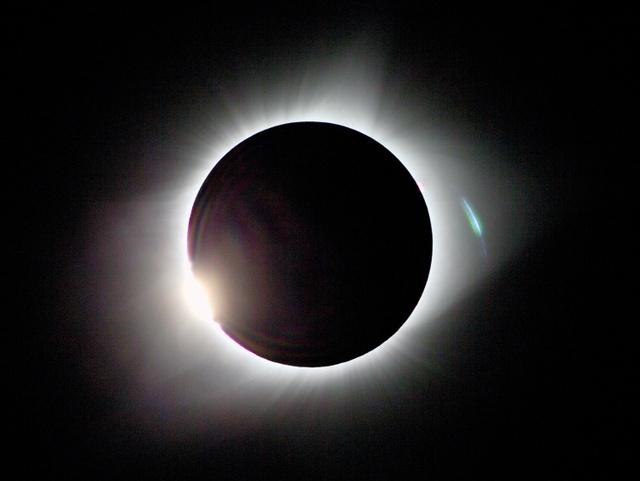 米国を横断して見られた皆既日食=21日午前10時19分、米オレゴン州マドラス、飯塚晋一撮影