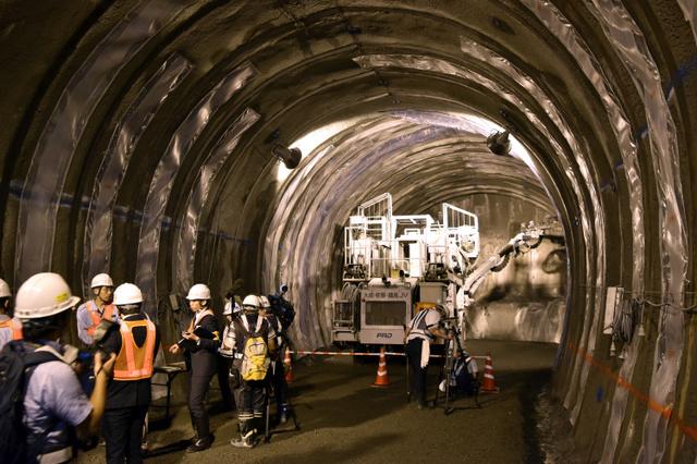 先進坑の掘削現場。高さ6メートル、幅7メートルほどのトンネルを掘り進めていく=山梨県早川町