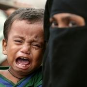 道にあふれるロヒンギャ難民 妊婦や子ども、発熱・出血