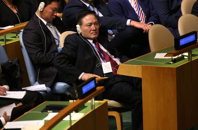 19日、ニューヨークの国連本部で、グテーレス事務総長の演説を聞く北朝鮮の慈成男国連大使=EPA時事