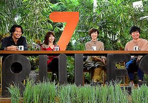 スタジオMCの、左から青木崇高、YOU、本谷有希子、若林正恭