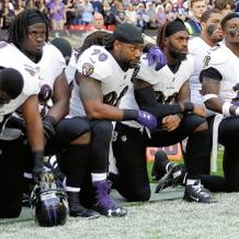 トランプ氏、NFLを批判 200選手が試合前に抗議