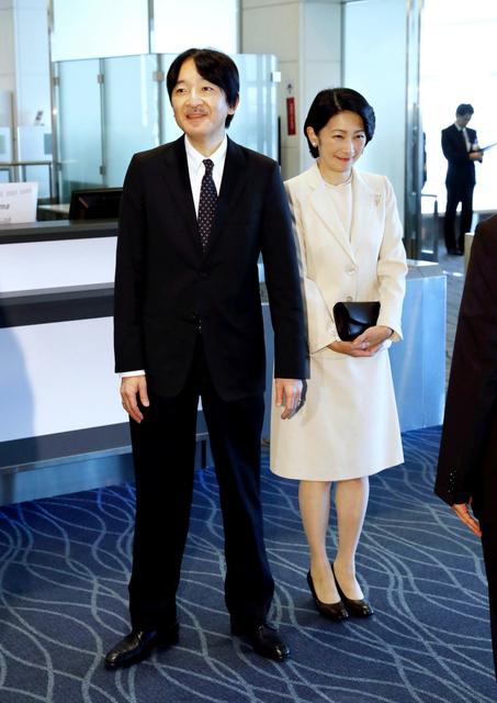 チリ訪問から帰国した秋篠宮ご夫妻=4日午後2時59分、羽田空港、代表撮影