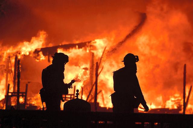 米ワイン産地で原野火災、10人死...