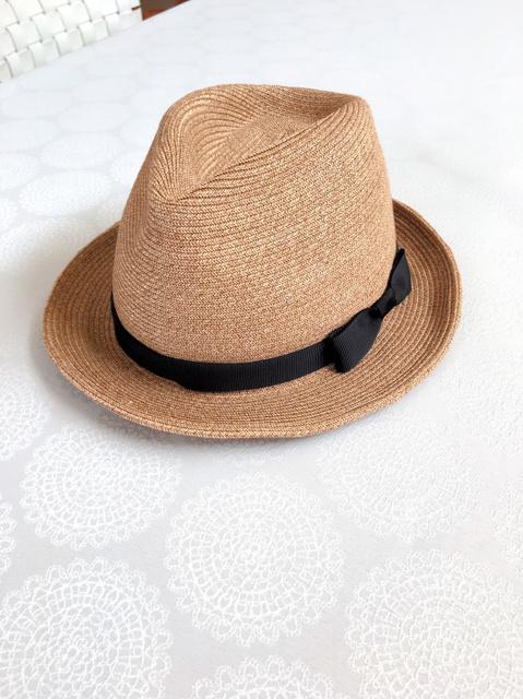退院の日、妻が買ったパナマ帽に白いジャケットを合わせた。看護師たちが格好いいと褒めてくれた=家族提供