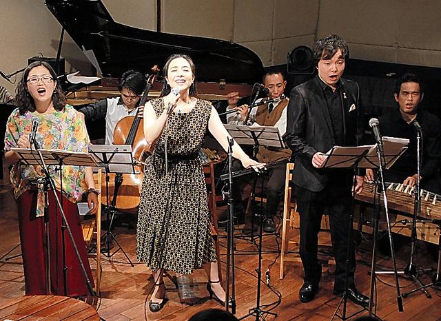 中原中也の詩を題材にしたライブ=9月2日、東京・渋谷。藤原天生氏撮影