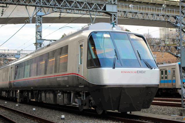 「小田急ファミリー鉄道展2017」で展示されるロマンスカー・EXEα(30000形、小田急電鉄提供)
