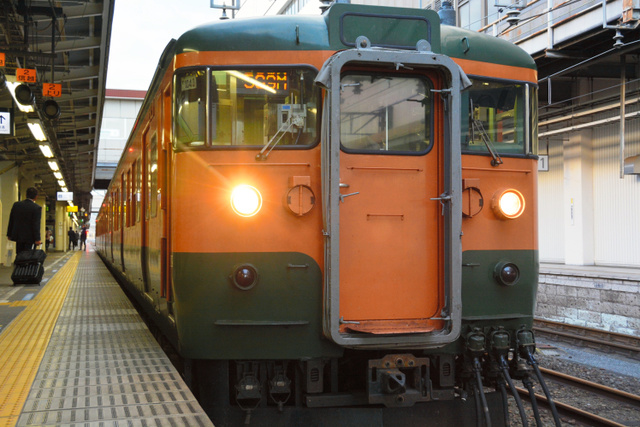 「かぼちゃ電車」の愛称で親しまれる115系=高崎市八島町のJR高崎駅