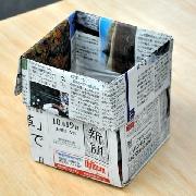 新聞紙がごみ箱に 約1分で完成、のり・はさみも使わず