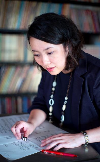 編集者の定期採用はなく、退職者の補充で採用された。「ラッキーでしたが、愛用してきた出版社の楽譜を作るプレッシャーも感じます」=東京都新宿区、篠田英美撮影