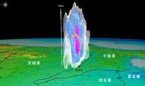 千葉県野田市に6月16日に落ちた雷の観測結果。緑の点から赤の点に落ちる放電経路がとらえられた。周囲はレーダーがとらえた雨雲。赤は強い雨域(防災科学技術研究所提供)