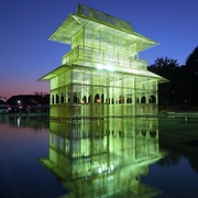 水面に揺れる巨大楼閣が出現、上野公園のイベントで
