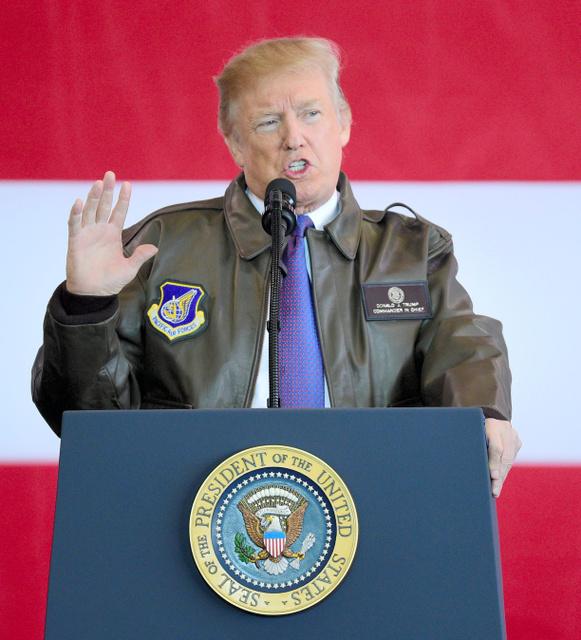 米軍横田基地で演説するトランプ米大統領=5日午前11時16分、東京都福生市、山本裕之撮影