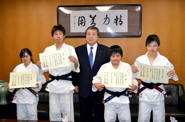 左から清水さん、福村さん、上村館長、小林さん、長谷川さん