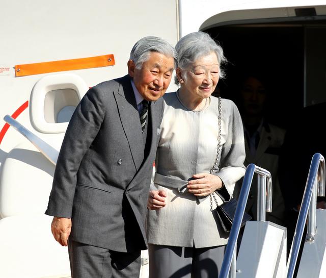 羽田空港から出発する天皇、皇后両陛下=16日午前9時36分、嶋田達也撮影