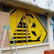 「政治的なアート」揺れる地域 米軍機題材で公開中止