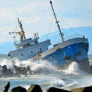 貨物船が座礁、乗組員4人を救助 北海道・苫小牧