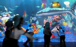 デジタルアート、子どもたちが体験 神戸港150年記念