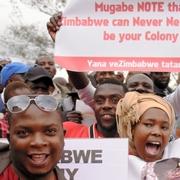 ムガベ大統領の退陣求め数万人集会 ジンバブエ