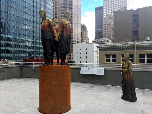 サンフランシスコ市内に建てられた、中国、韓国、フィリピンの慰安婦を象徴する像=サンフランシスコ、宮地ゆう撮影