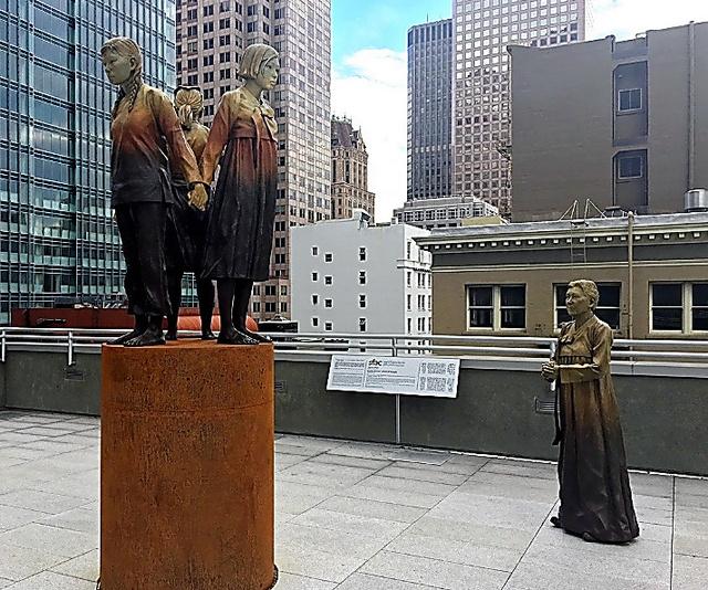 サンフランシスコ市内に建てられた慰安婦を象徴する像=22日、宮地ゆう撮影