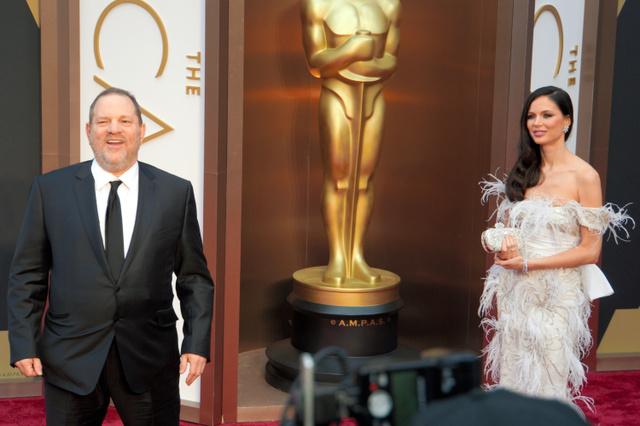ロサンゼルスでのアカデミー賞授賞式に妻と現れたハーベイ・ワインスタイン氏(左)。当時はオバマ政権下、権勢を誇っていた=2014年3月、藤えりか撮影
