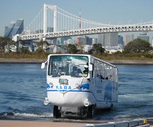 水の上を走るバス
