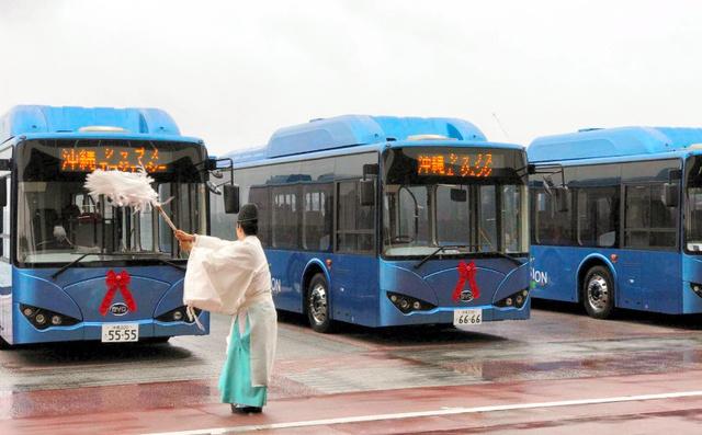 中国製電動バス、じわり浸透狙う BYD、沖縄で納入