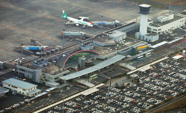 高松空港、民営化へテイクオフ ...