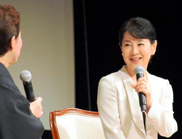 「核兵器を使ったら世界中が悲惨なことになると、もっと知らなきゃ」。こう取材に答えた吉永小百合さんは被爆地に心を寄せ続ける=昨年11月、広島市中区