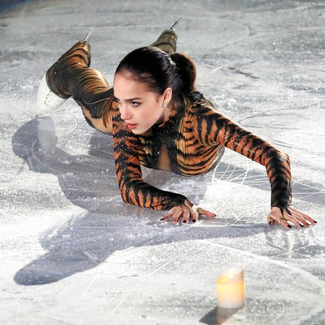 フィギュアGPファイナルを制したロシアのアリーナ・ザギトワちゃん エキシビションでトラ柄の全身タイツで15歳とは思えぬ色気を披露  [485983549]YouTube動画>1本 ->画像>38枚