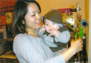 産後3カ月をすぎてから、少し余裕が出てきた=2007年11月、本人提供