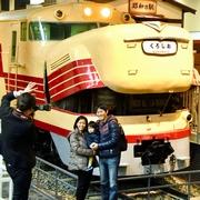 ブルドッグ、口あんぐり 懐かしの特急列車、撮影会に列